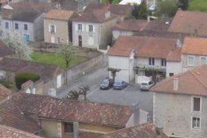 Les anciennes halles de Nieuil l'Espoir dans Bulletin trimestriel image13-300x200